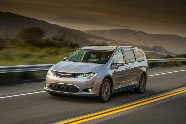 2017 Chrysler Pacific (photo couresty of FCA US)