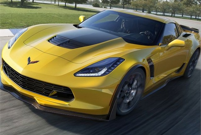 Photo of 2015 Chevrolet Corvette Z06 courtesy of GM.