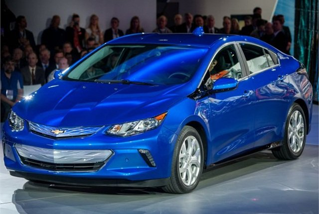 Photo of 2016 Volt courtesy of GM.