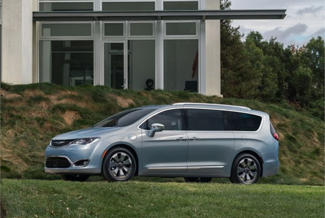 Photo of 2017 Chrysler Pacifica courtesy of FCA US.