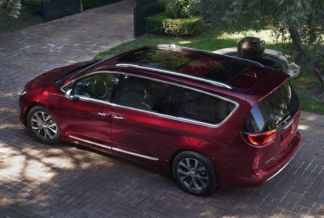 Photo of 2018 Chrysler Pacifica courtesy of FCA.
