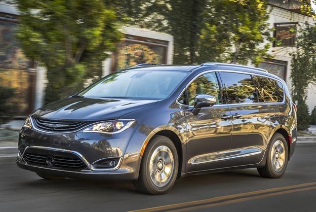 Photo of 2017 Chrysler Pacifica Hybrid courtesy of FCA.