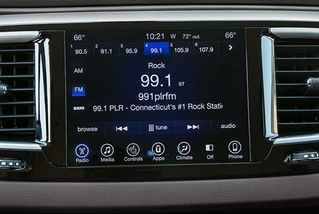 Photo of a Chrysler Pacifica's infotainment system courtesy of Consumer Reports.