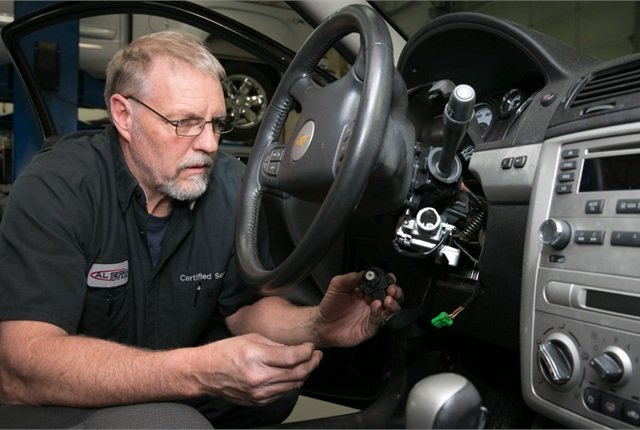 Gary Pittam performs recall service on a Chevrolet Cobalt on April 17 at Al Serra Chevrolet in Grand Blanc, Mich. (Photo by John F. Martin for General Motors)