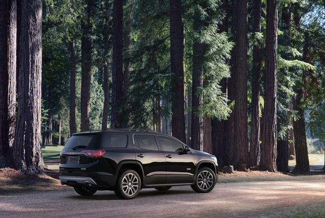 Photo of GMC Acadia courtesy of General Motors.