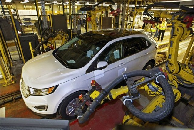 Photo of 2015 Edge production courtesy of Ford.