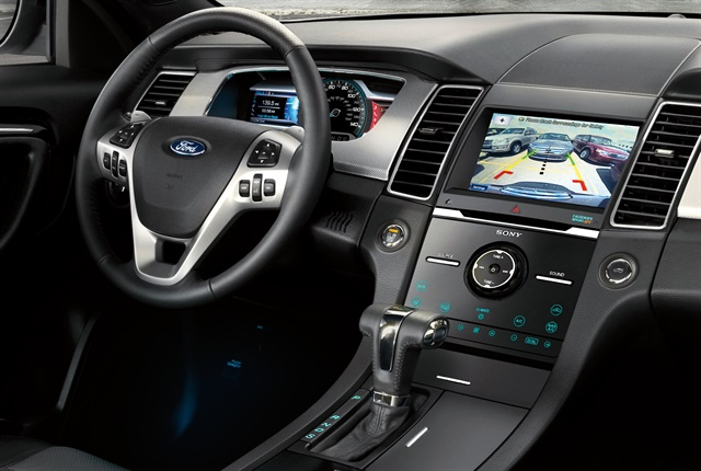 Photo of 2018 Taurus interior courtesy of Ford.