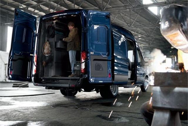 Photo of long wheelbase Transit 350HD courtesy of Ford.