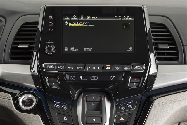 Photo of 2018 Odyssey's dashboard-mounted screen courtesy of Honda.