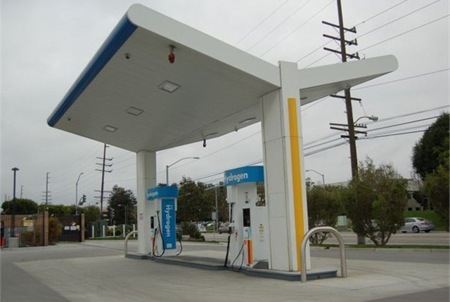 Photo of hydrogen fueling station by Thi Dao.