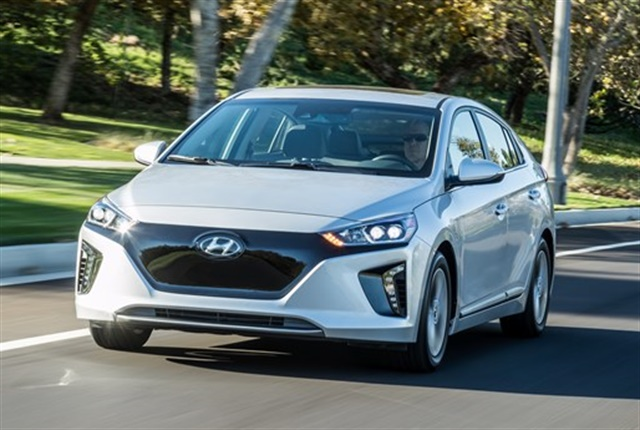 Photo of 2017 Ioniq Electric courtesy of Hyundai.