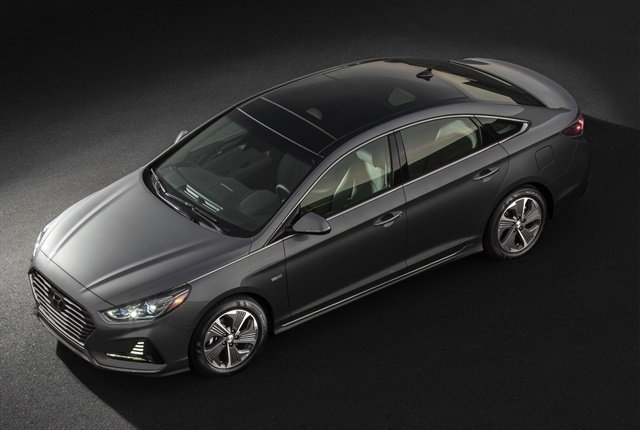 Photo of the 2018 Sonata Hybrid courtesy of Hyundai.