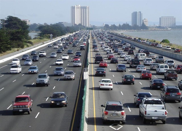 AAA projects that 45.5 million Americans (89% of travelers) are planning a road trip this Thanksgiving holiday weekend. Photo via Wikimedia/Minesweeper