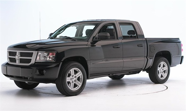 Photo of 2010-MY Dodge Dakota via IIHS.