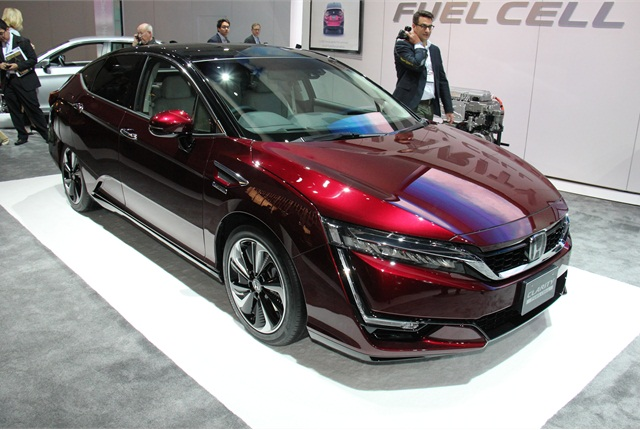 Photo of Japanese-Spec Honda Clarity Fuel Cell by Paul Clinton.