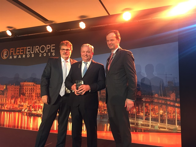 (Center) Jose Luis Criado-Perez of LeasePlan International was the 2016 Inductee into the International Fleet Hall of Fame. Photo: Mike Antich