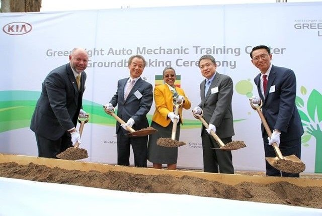 World Vision Ethiopia National Director Edward Brown, Korea International Cooperation Agency President In-Shik Kim, First Lady of Federal Democratic Republic of Ethiopia Roman Tesfay, Hyundai Motor Group President Jin-Haeng Chung, and Kia Middle East & Africa Regional Headquarters President Soon-Nam Lee at the groundbreaking for the Ethiopia location. Photo courtesy of Kia.