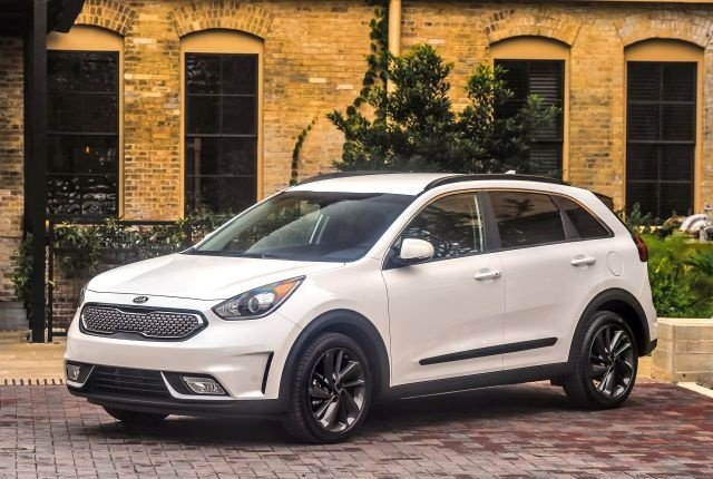 Photo of 2017 Niro hybrid courtesy of Kia.