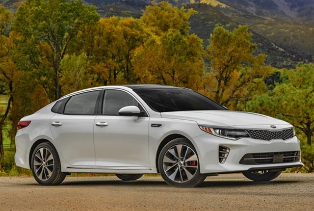 Photo of 2018 Optima mid-size sedan courtesy of Kia.