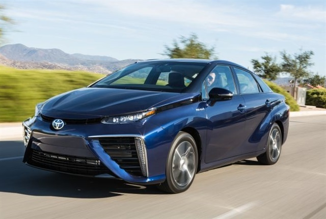 Photo of 2016 Mirai courtesy of Toyota.