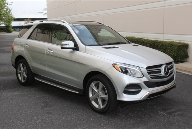 Photo of the 2016 Mercedes-Benz GLE300d by Paul Clinton.