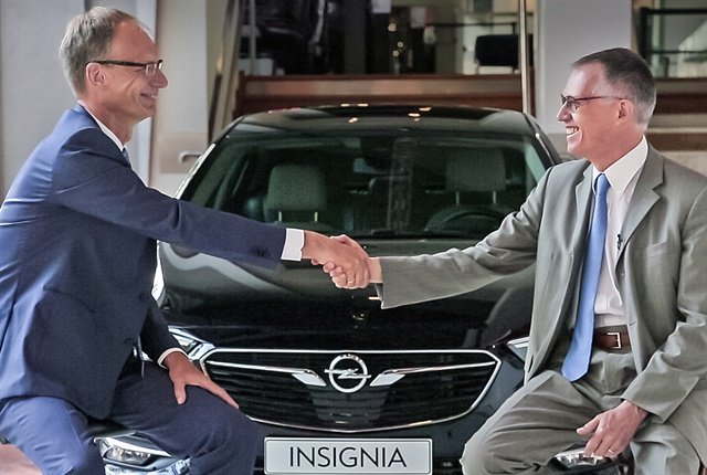 Opel CEO Michael Lohscheller (left) and PSA Group CEO Carlos Tavares