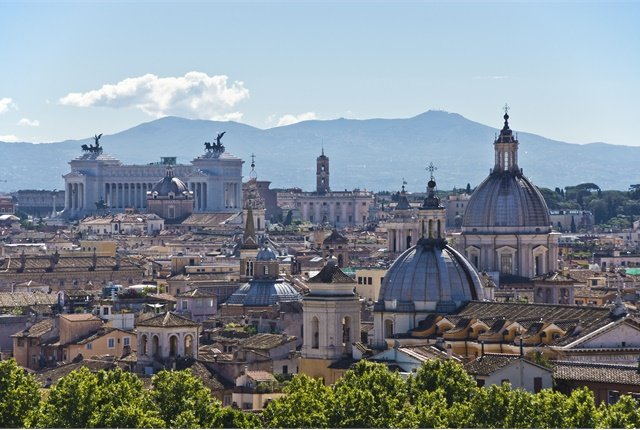 Photo of the Rome skyline courtesy of Bert Kaufmann via Wikimedia Commons.