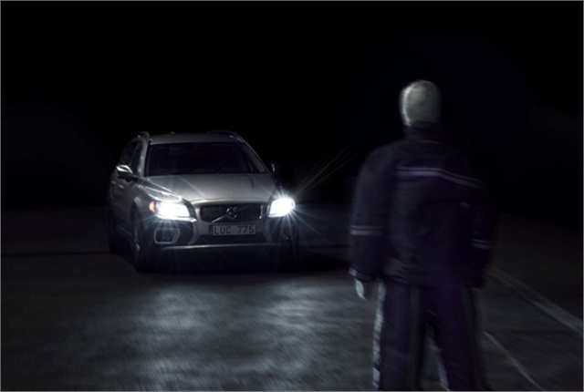 Volvo Cars now makes pedestrian detection and auto brake technology work effectively also when driving in darkness. Photo courtesy of Volvo Cars.