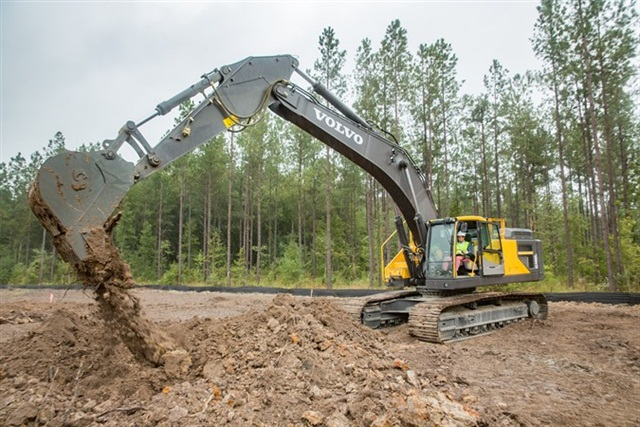 Volvo Cars of North America President and CEO Lex Kerssemakers officially broke ground on Volvo Cars' first American factory in Berkeley County, South Carolina. Photo: Volvo