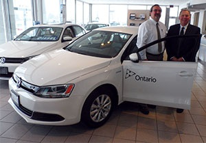 (From left) Mike Cole, Government of Ontario, with Bruce Lindsay, Volkswagen Canada at Richmond Motors of Chatham, where the delivery took place.