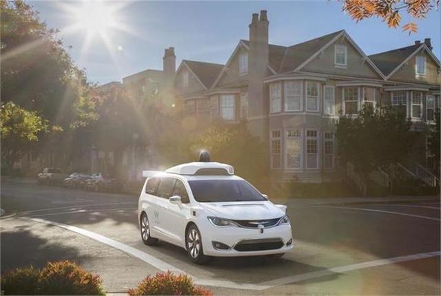 Photo of Waymo self-driving Chrysler Pacifica Hybrid minivan courtesy of Fiat Chrysler.