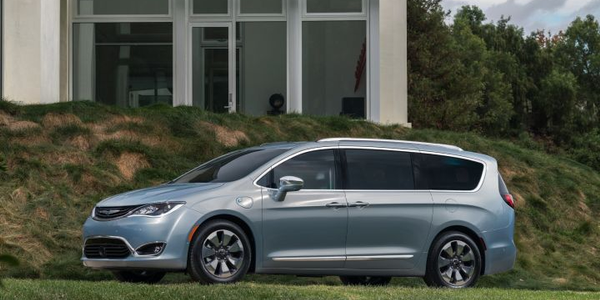 Fiat Chrysler has recalled its 2017-2018 Chrysler Pacifica minivan for the manual park release...