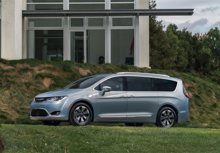 Fiat Chrysler has recalled its 2017-2018 Chrysler Pacifica minivan for the manual park release plug.