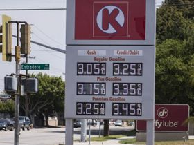 Gasoline Falls to $2.60 per Gallon