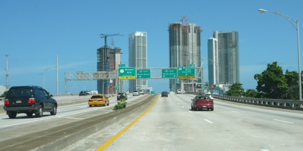 I-395 spur heading east past Downtown Miami