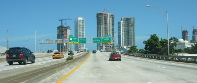 I-395 spur heading east past Downtown Miami - Photo courtesy of Wikipedia