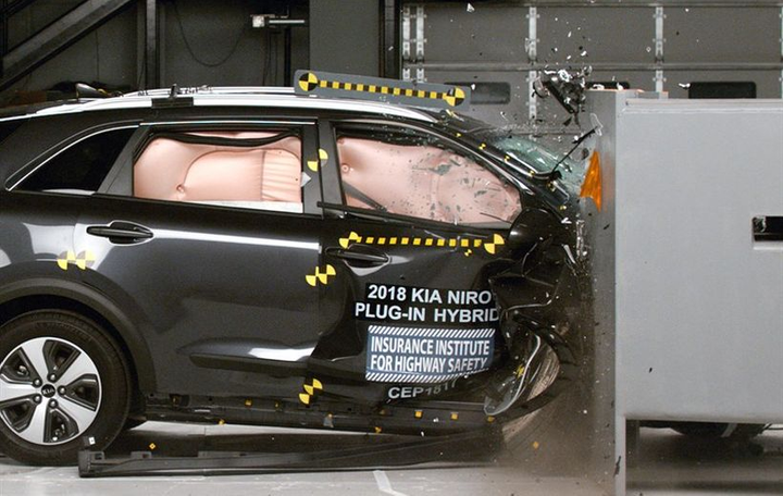 The 2018 Kia Niro has been awarded the Insurance Institute for Highway Safety's highest rating.