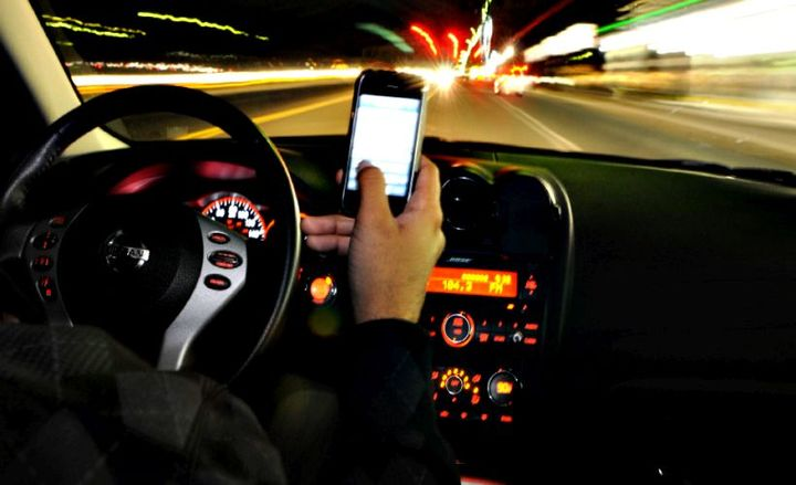 Masschusetts lawmakers are moving toward banning all mobile devices behind the wheel.