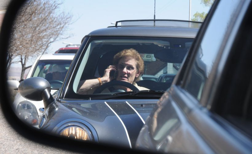 Distracted Driving Decreases Slightly in Washington