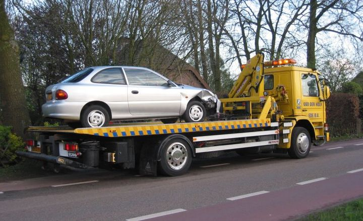 Towing associations are raising public awareness for National Move Over Day.  - Photo via Rasbak/Wikimedia.