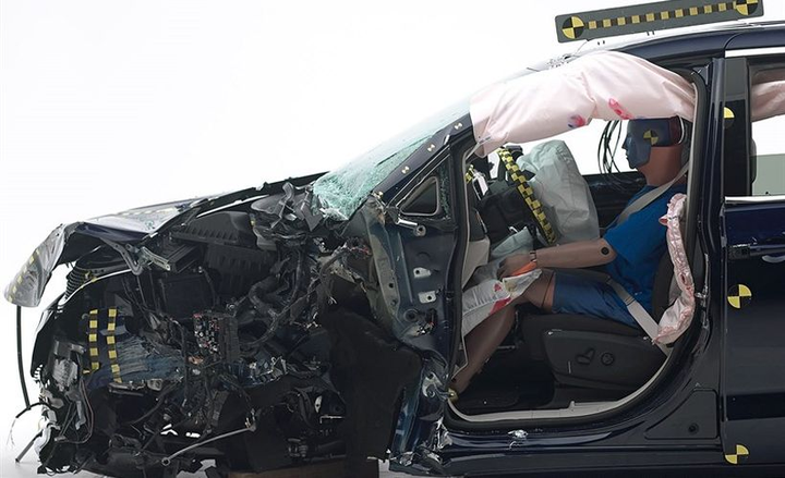 The 2019 Chrysler Pacifica (shown) performed well in the small front overlap test and other crash tests to gain a Top Safety Pick.  - Photo courtesy of IIHS.