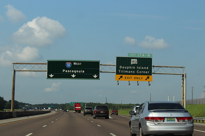 Alabama has rolled out new laws to address road rage and unbuckled passengers. View of Interstate 10 westbound in Mobile County.  - Photo via Michael Rivera/Wikimedia.