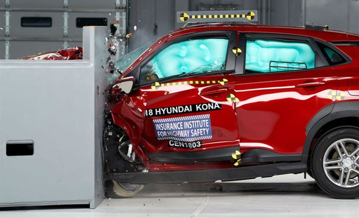 The 2018 Hyundai Kona with optional LED headlights earned a Top Safety Pick+ award from the IIHS.