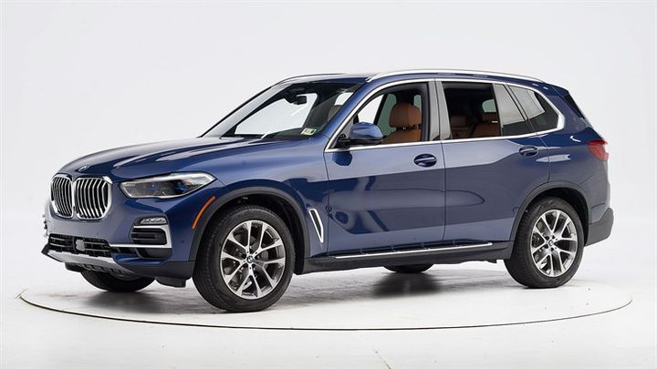 The 2019 BMW X5 has earned the Insurance Institute of Highway Safety's Top Safety Pick+, when it's equipped with specific headlights.