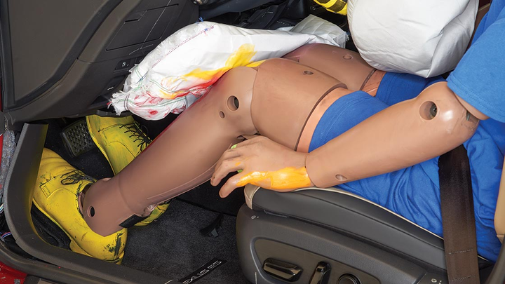 Knee air bags only slightly reduce injury risk, according to new findings by IIHS.