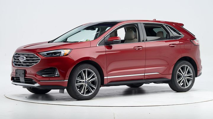 Ford's 2019 Edge midsize SUV has earned an IIHS Top Safety Pick when equipped with specific headlights. - Photo courtesy of IIHS.