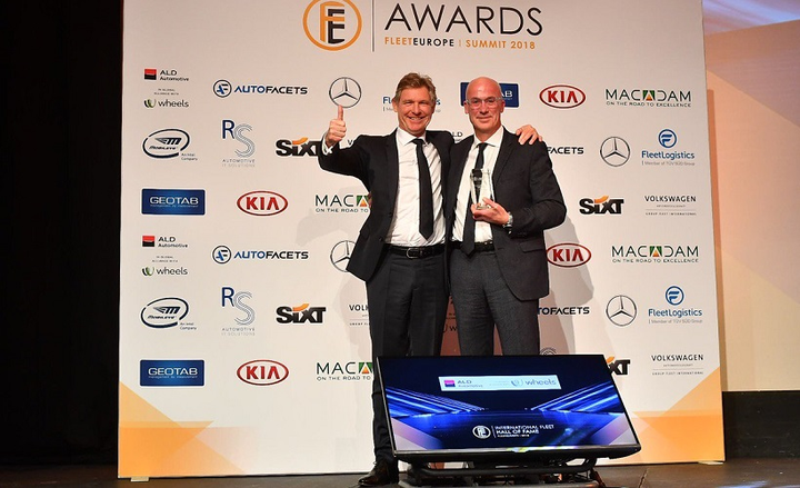 Simon Dransfield (right), general manager, fleet and business Europe, Jaguar Land Rover, was inducted into the International Fleet Hall of Fame during the Fleet Europe Summit. Tim Albertsen, deputy chief executive officer, ALD, presented the award.