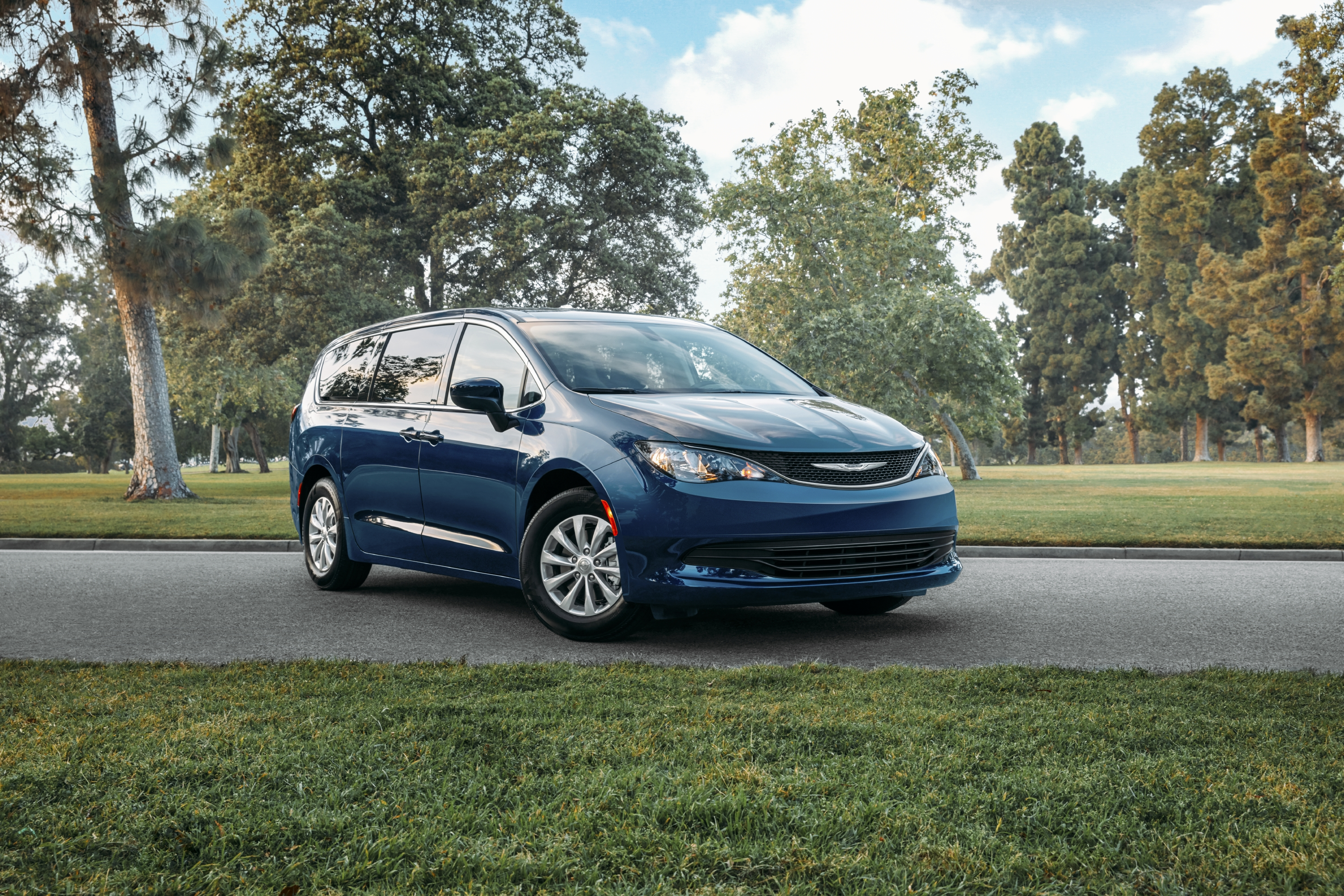 Chrysler Voyager Van Snags Five-Star NHTSA Rating