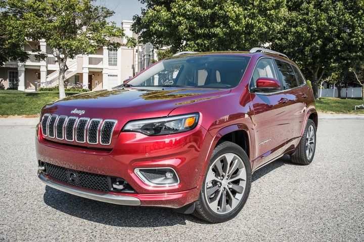 FCA is recalling its 2019 Jeep Cherokee for a possibly defective sensor for the air-bag system.