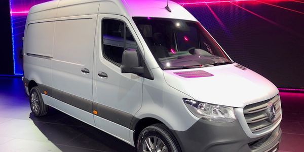 Daimler Vans is recalling its Sprinter full-size vans to address an air-bag defect.